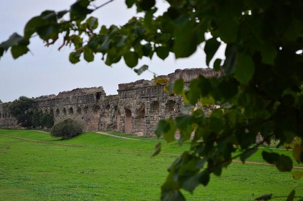 Claudian Aqueduct-Parco Aqueducto, Rome