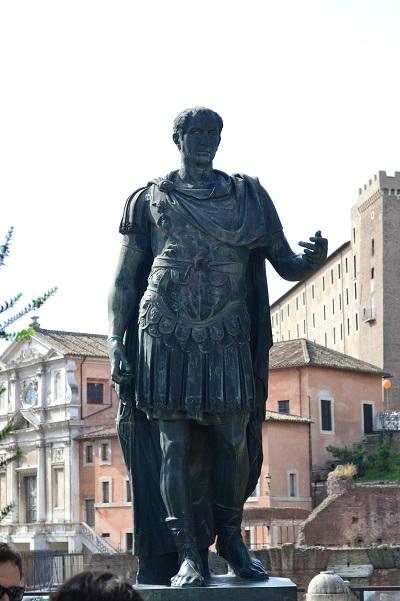 Gaius-Julius-Caesar-Statue