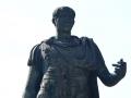 Gaius-Julius-Caesar-Statue-2